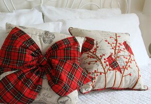 Top 10 Holiday Accent Pillows