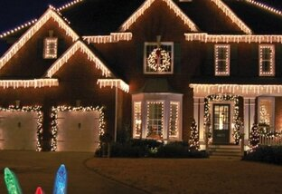 5 Tips for Hanging Outdoor Christmas Lights