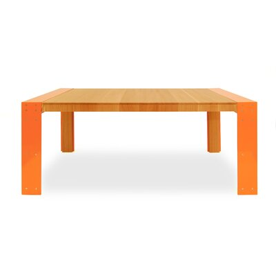Ovaata Dining Table
