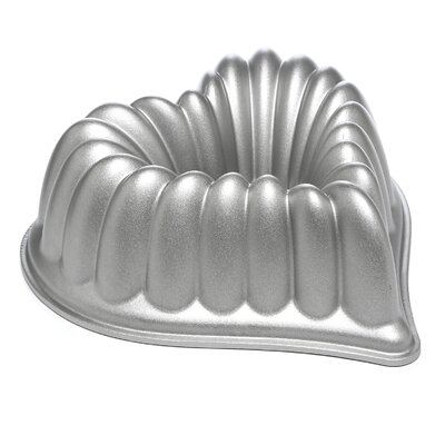 <strong>Nordicware</strong> Platinum Elegant Heart Bundt Pan