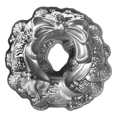 <strong>Nordicware</strong> Seasonal Holiday Wreath Bundt Pan