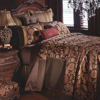 Hayworth Duvet Collection