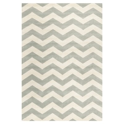 <strong>Safavieh</strong> Chatham Grey/Ivory Chevron Rug