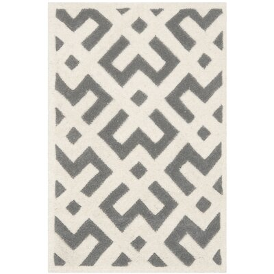 <strong>Safavieh</strong> Chatham Dark Grey / Ivory Rug