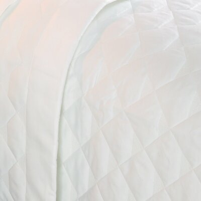 Caravelle Diamond Quilted 400 Thread Count Coverlet