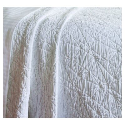 <strong>Caravelle</strong> Matelassé Season Stone Washed Coverlet