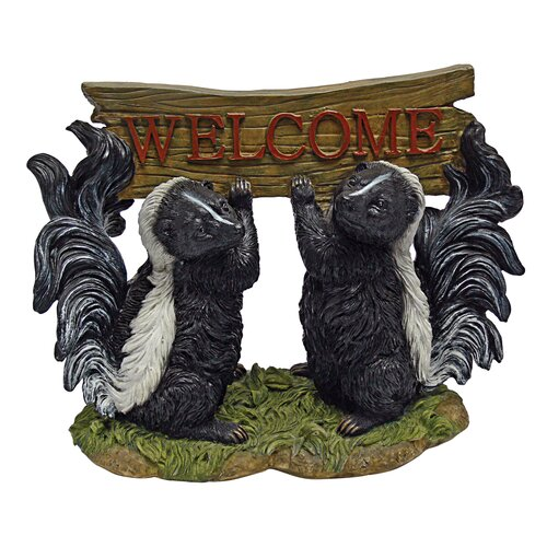 Design Toscano Something is in the Air Skunk Welcome Garden Sign