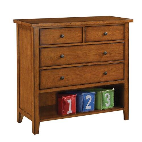 Winners Only, Inc. Vintage 4 Drawer Dresser