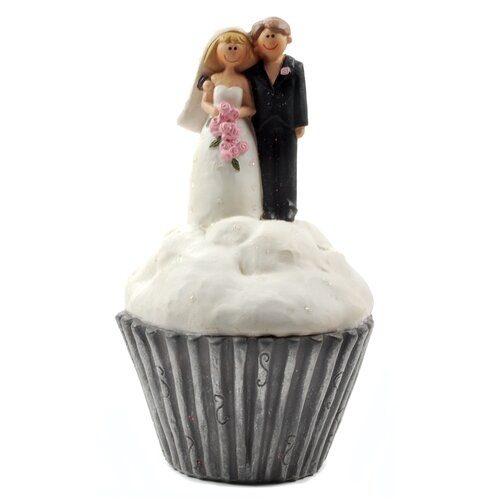 Bride and Groom on Cupcake Statue