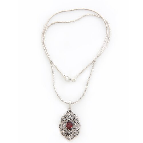 The Wayan Artisan Balinese Romance Garnet Pendant Necklace
