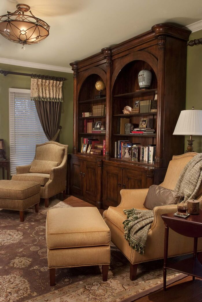 Traditional Living Room photo by Robinson Interiors
