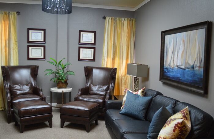 Traditional Living Room photo by Shandrikas Decorating And Design
