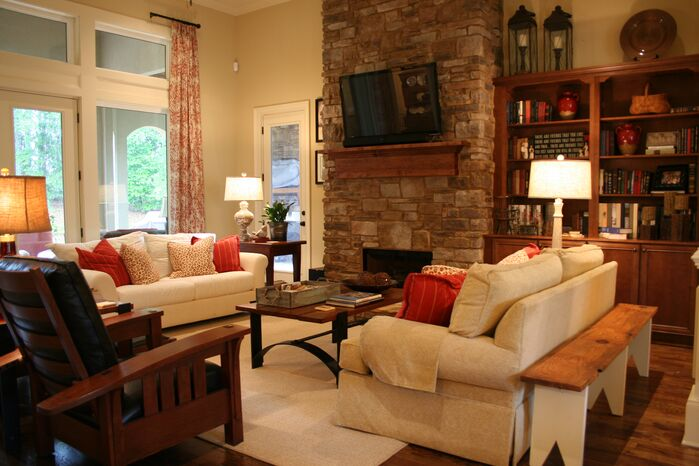 Traditional Living Room photo by Susan Campbell