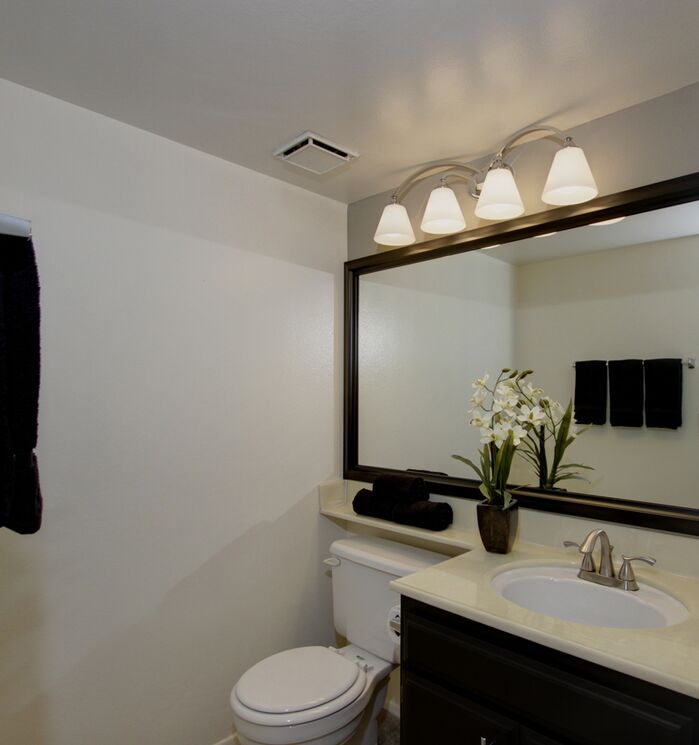Contemporary Bathroom photo by Wilbur Real Estate Group