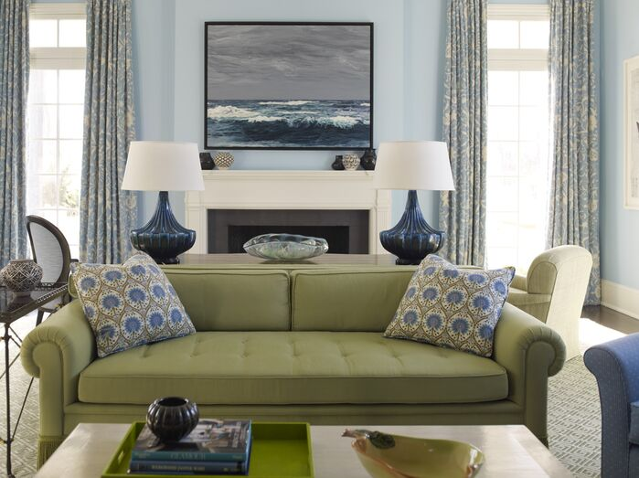 Traditional Living Room photo by Mendelson Group