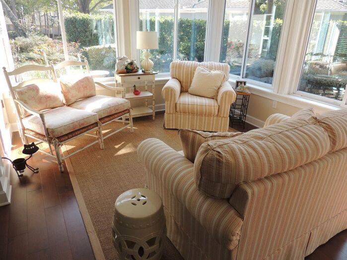 Coastal Living Room photo by Housedressings Interiors LLC.