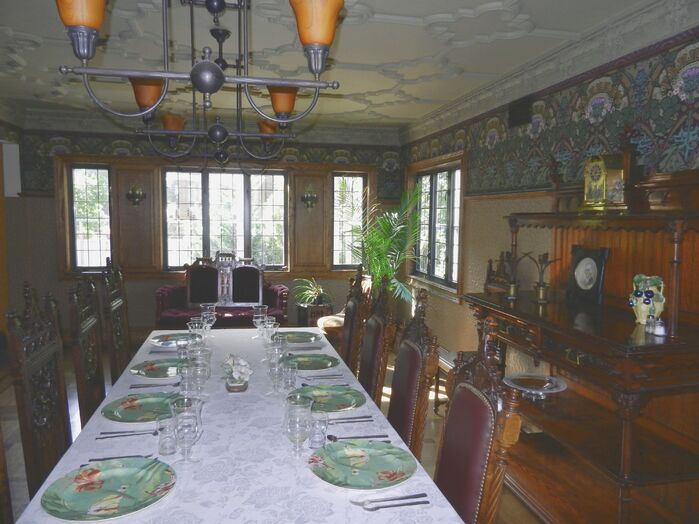Traditional Dining Room photo by Pyramid Design Group