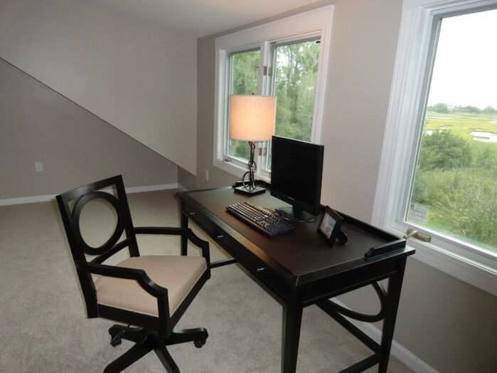 Traditional Home Office photo by Arranged to Sell