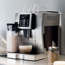 <strong>DeLonghi</strong> Magnifica S Compact Digital Super Automatic Espresso, Cappuccino, Latte and Hot Milk Machine