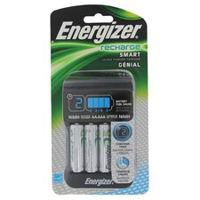<strong>EnergizerRechargeable</strong> Smart Charger with 4 Rechargeable AA Batteries
