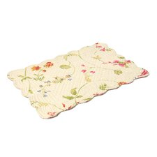Priscilla Reversible Quilted Scallop Placemat