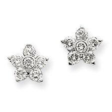 <strong>Jewelryweb</strong> Flower Diamond Stud Earrings