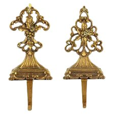 2 Piece Elegent Stocking Holder Set in Gold