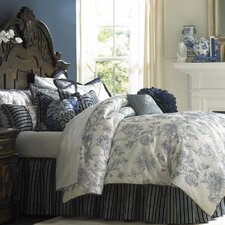 <strong>Michael Amini</strong> Jardin Ensemble King Comforter Set