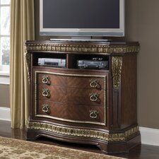 <strong>Pulaski Furniture</strong> Del Corto Media Chest