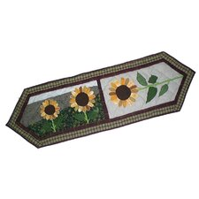 <strong>Patch Magic</strong> Sun Burst Table Runner