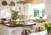 Kitchen: Bright Traditional Style