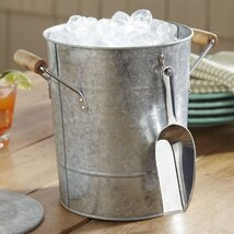 <strong>Galvanized Ice Bucket with Scoop</strong>